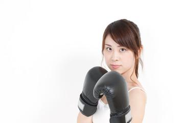 ボクシングする女性
