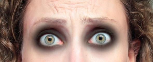 occhi di ragazza spaventata