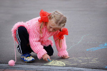 Drawing with chalk little girl