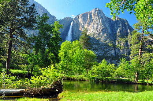 Upper Yosemite Falls, Yosemite NP, California - 25645156
