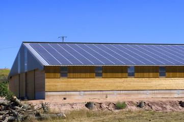 étables centrale solaire
