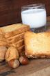 fette biscottate con latte noci e nocciole