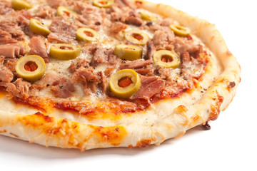 tuna and green olives pizza