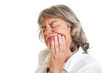 Seniorin hat Zahnschmerzen