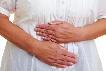 Hände vor dem Bauch