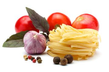 Tagliatelle, garlic, tomatoes, spices, basil.
