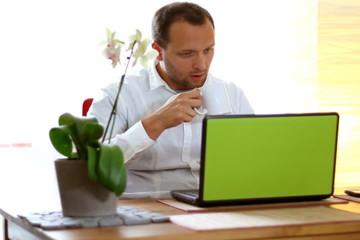 Drinking coffee/tea during work