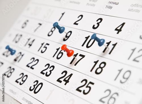 Leinwanddruck Bild Closeup calendar page with drawing-pins