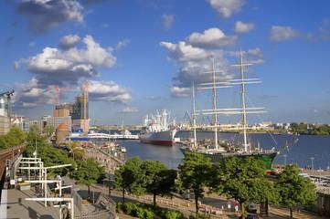 Hamburger Hafen und Museumsschiffe