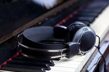 Cuffie e pianoforte