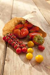 Tomaten - Füllhorn mit Papiertüte