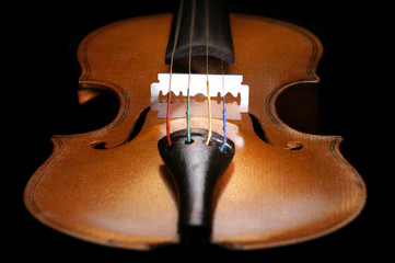Violin close up with a razor blade at the place of the bridge