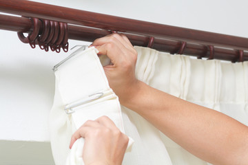 Hanging up curtain using pleat hooks