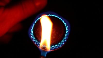 Inflaming a gas burner