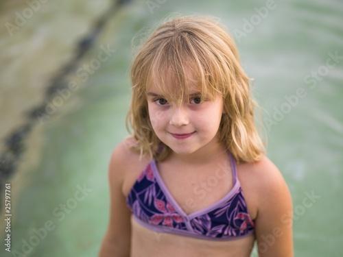 маленькая девочка купальник