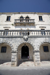 Zmajevic Palace: entrance.