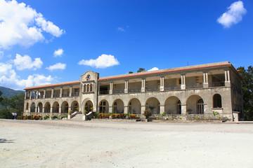 Church building behind Basilica de Nustra Senjora del Cobre