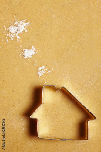 Plexiglas Koekjes Kekshaus mit Mehlwolken
