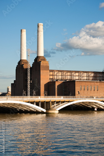 Battersea power station and bridge