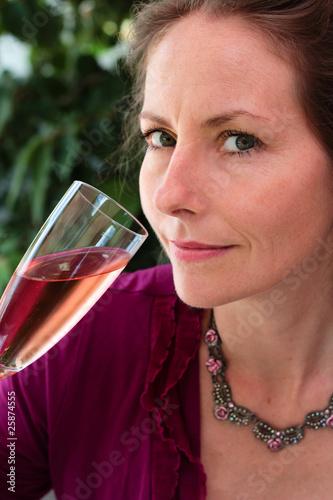 Boire une coupe de champagne ros de el onore h photo - Boire une coupe de champagne enceinte ...