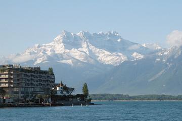 Swiss landscape - lake and mountains