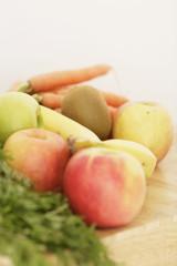 Karotten, Kiwi, Äpfel und Bananen