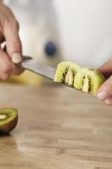 Kiwi schneiden