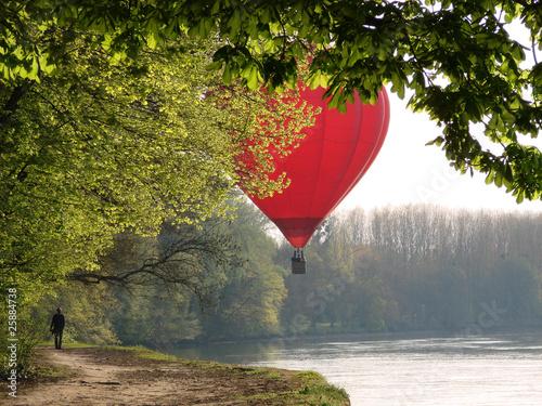 canvas print picture Montgolfière survolant le Cher