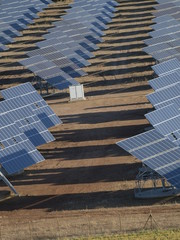 Vista aerea de huerto solar en Castilla