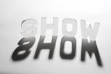 concept mot show ombre et lumière poster