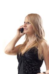 Chica rubia hablando por el telefono