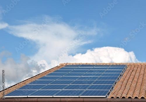 Pannelli fotovoltaici su un tetto di Sergiogen, foto stock royalty free #25970749 su Fotolia.com