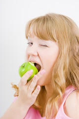 blonde bites the apple