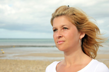 Beautiful girl portrait - Beautiful Caucasian girl on the beach