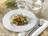 ragoût d'agneau avec champignons et oignons