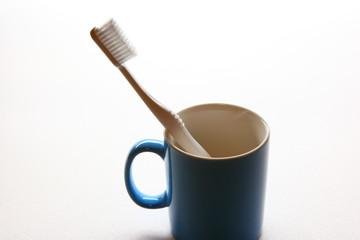 歯ブラシとカップ