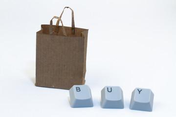 Vor Einer Einkaufstasche steht buy