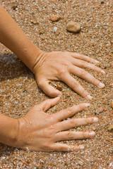 Mani sulla sabbia