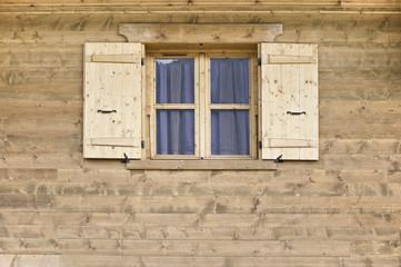 Fachada de casa en el pueblo de Le Praz