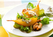 Salad with pears and blue cheese
