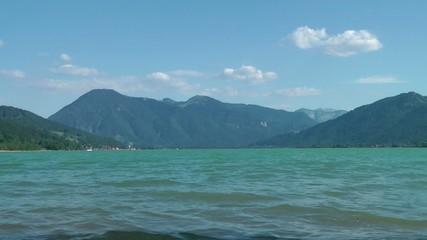 Sommer am See - Panorama mit Bergen - Video