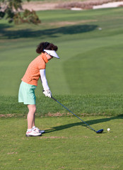 woman golfer teeing up ball