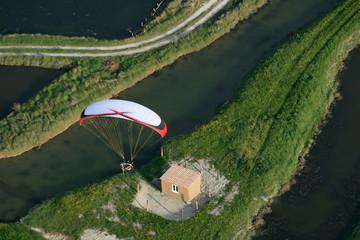 Vol paramoteur au dessus du marais de la Guittière, Vendée (85)