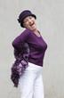 femme senior excentrique retraite active