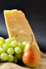 Pere, uva e parmigiano