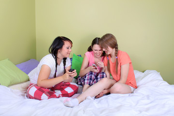Teens reading text messages