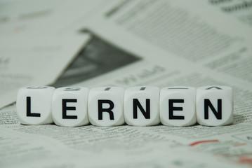 Lernen, mit Zeitungshintergrund