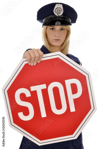 Polizistin mit Stop-Schild
