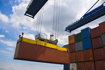 container box loading to cargo ship