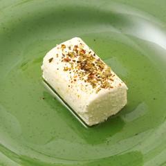 formaggio caprino con olio e pepe